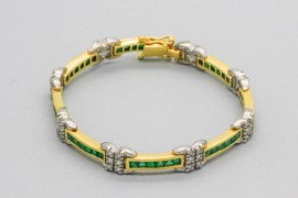 18Kt Gold Diamond & Emerald Bracelet