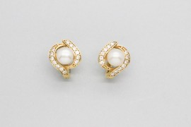 18Kt Gold Pearl Earrings Decorated with Cubic ZIrconia