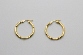 18Kt Yellow Gold Hoop Earrings with a Wave Design