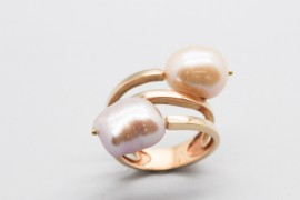 18Kt Rose Gold Ring Decorated with Two Baroque Pearls