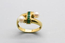 18Kt Yellow Gold Ring Decorated with Pearls and Emeralds