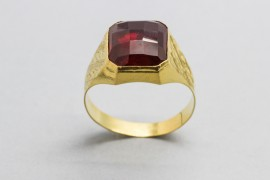 18Kt Yellow Gold Men's Ring with a Ruby Centre