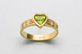 18Kt Yellow Gold Emerald Centre Gemstone Ring with Diamonds