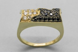 18Kt Yellow Gold Ring with Black and White Cubic Zirconia