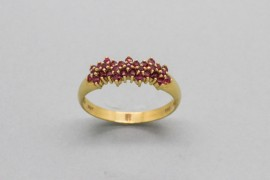 18Kt Yellow Gold Ring Decorated with 30 Round Cut Rubies