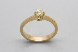 18Kt Yellow Gold Solitaire Ring with a Diamond Centre Stone