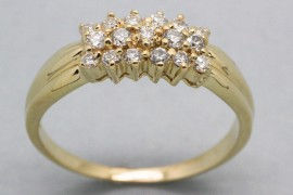 18Kt Yellow Gold Ring with Diamonds in a Pavé Setting