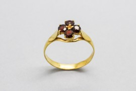 18Kt Yellow Gold Ring Decorated with Garnet Gemstones