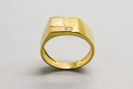 Men's 18Kt Gold Ring with a Cubic Zirconia Gemstone