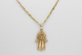 18Kt Yellow Gold Hand of Fatima Pendant