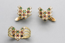 18Kt Yellow Gold Ring & Earring Set Decorated with Gemstones