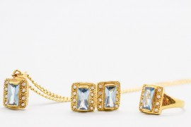 18Kt Gold Set with Aquamarine & Cubic Zirconia Gemstones