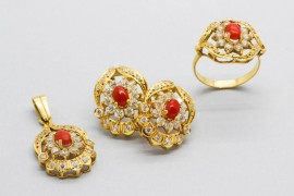 18Kt Yellow Gold Set Decorated with Coral & Cubic Zirconia