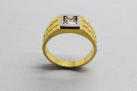 18Kt Men's Gold C. Zirconia Ring