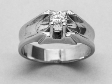 Engagement diamong ring guide